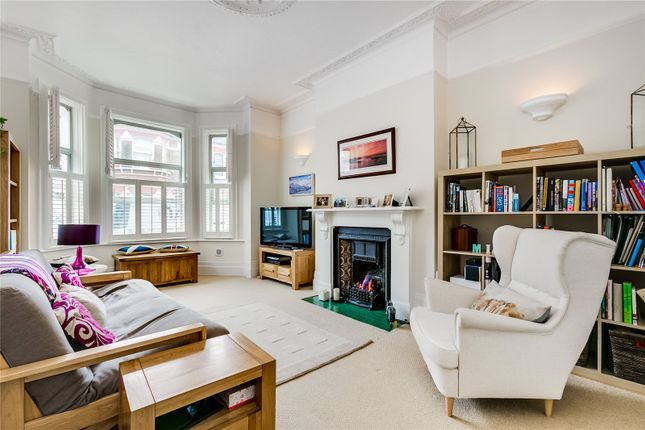2 bed flat for sale in Dafforne Road, London