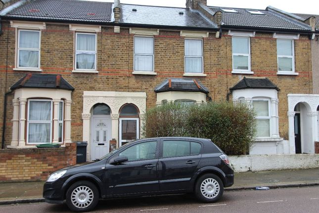 Room to rent in Station Crescent, London