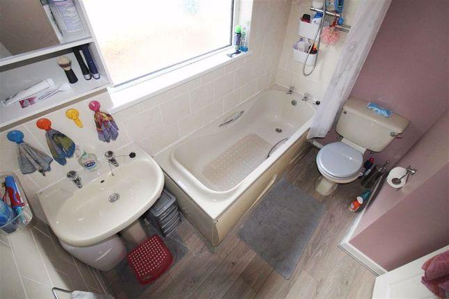 Bathroom/WC of Wengraig Road, Tonypandy, Rct CF40