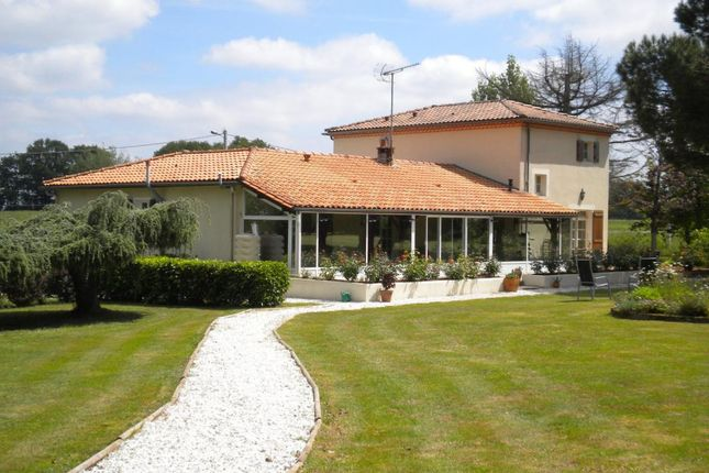 4 bed detached house for sale in Poitou-Charentes, Charente, Confolens