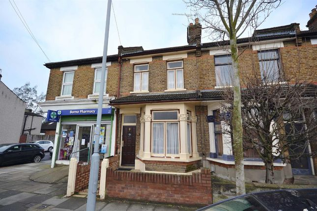 3 bed terraced house to rent in Perrymans Farm Road, Ilford