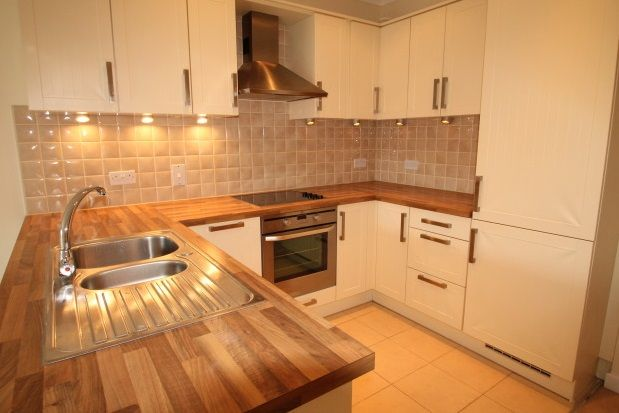 Thumbnail Flat to rent in Overton Road, Sutton