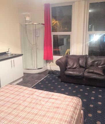 Room to rent in Bond Street, Wakefield