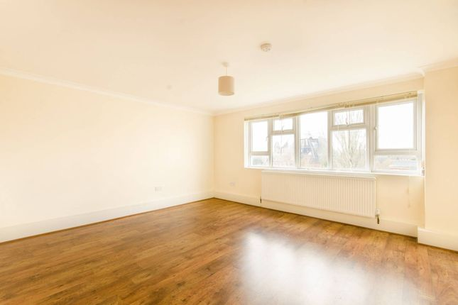 Flat to rent in Acacia Road, Wood Green, London