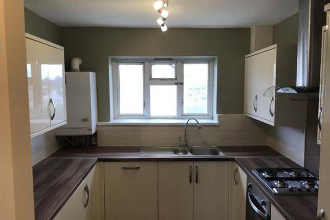 Thumbnail Flat to rent in Reddington Drive, Langley, Slough