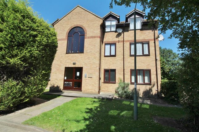 2 bed flat for sale in Low Close, Greenhithe