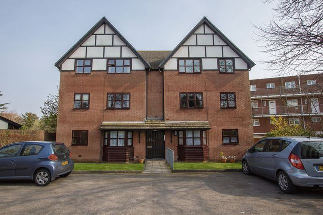 2 bed flat to rent in Salisbury Court, Salisbury Avenue, Penarth CF64