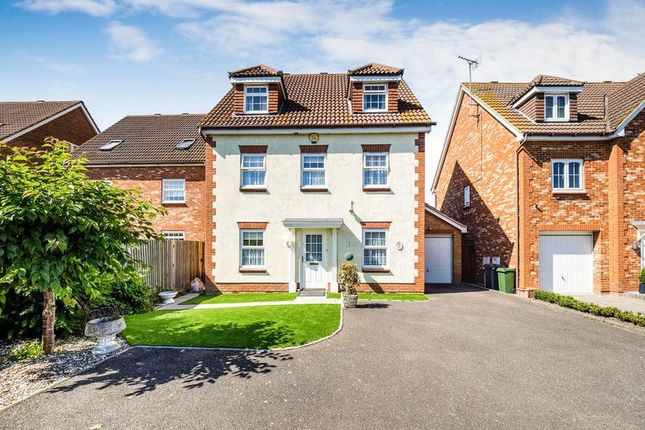 Thumbnail Property for sale in Farne Drive, Wickford