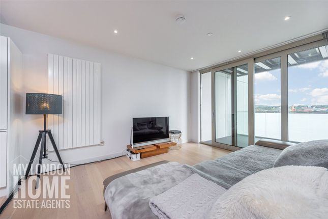 3 bed flat for sale in Liner House, Royal Wharf, Royal Docks E16