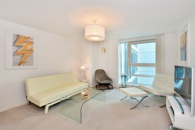 Thumbnail Property to rent in St George Wharf, London