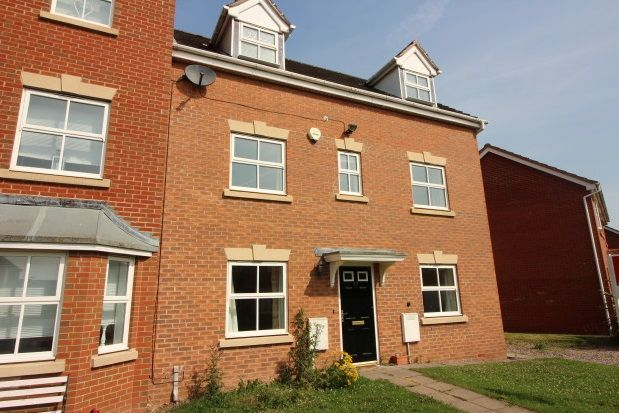 Thumbnail Town house to rent in Farzens Avenue, Chase Meadow Square, Warwick