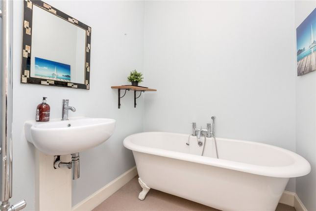 Bathroom of 17/7 Bellevue Crescent, New Town, Edinburgh EH3