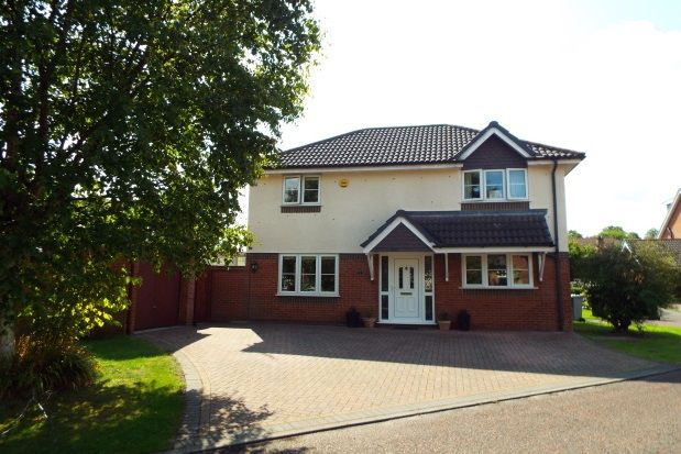 Thumbnail Property to rent in Crediton Close, Altrincham