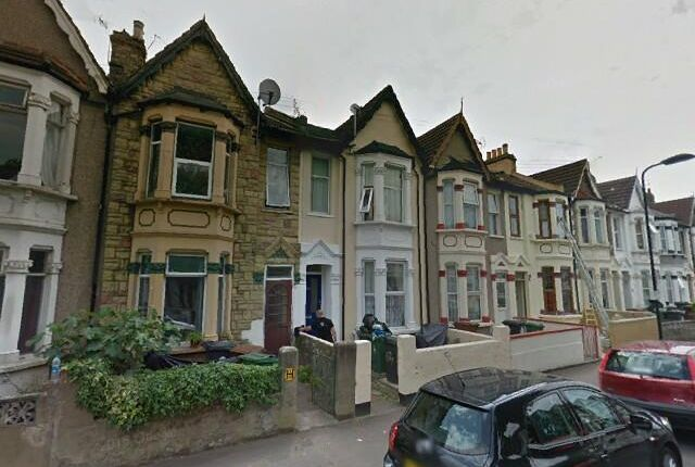 Thumbnail Terraced house to rent in Calderon Road, Leytonstone London