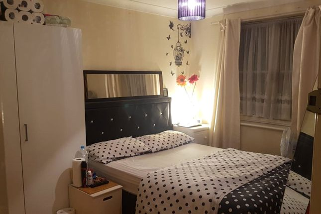 2 bed flat to rent in Bengeo Gardens, Chadwell Heath, Romford RM6