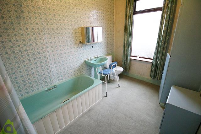 Family Bathroom of Selwyn Street, Leigh WN7