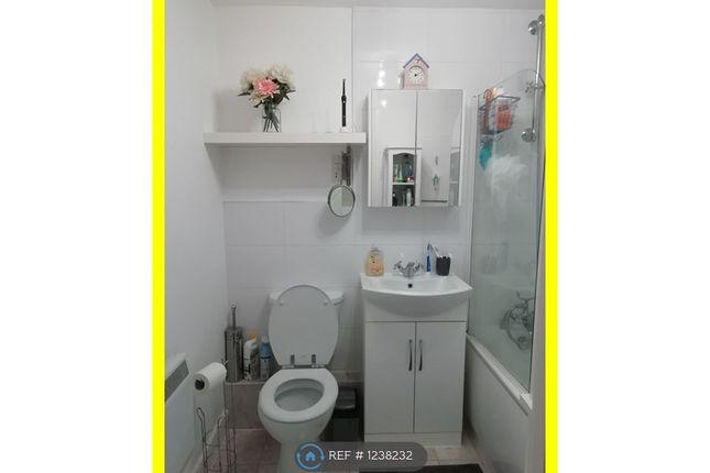 2 bed flat to rent in Foxglove Way, Luton LU3