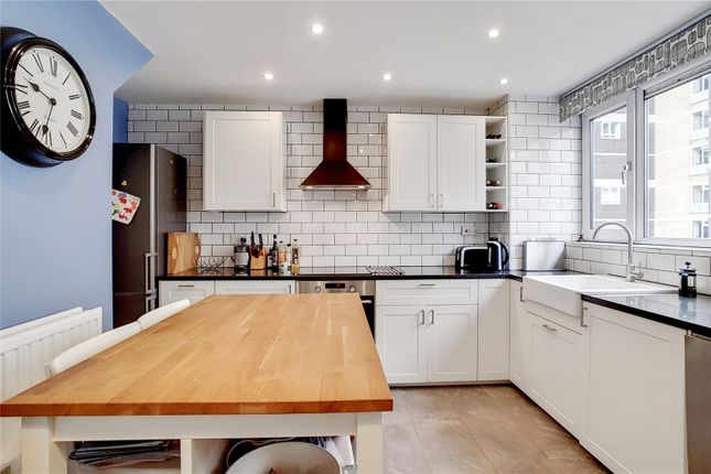 2 bed maisonette to rent in Frye Court, Benworth Street, London E3