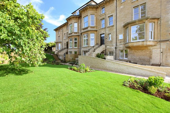 Thumbnail Terraced house for sale in Penhurst Gardens, Chipping Norton
