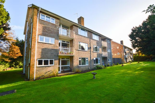 2 bed flat to rent in Old Drive, Polegate BN26