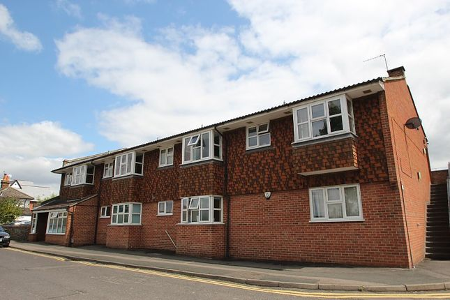 Flat to rent in Upper Fairfield Road, Leatherhead