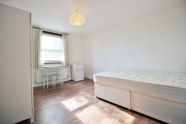 Room to rent in Brondesbury Mews, Willesden Lane, London