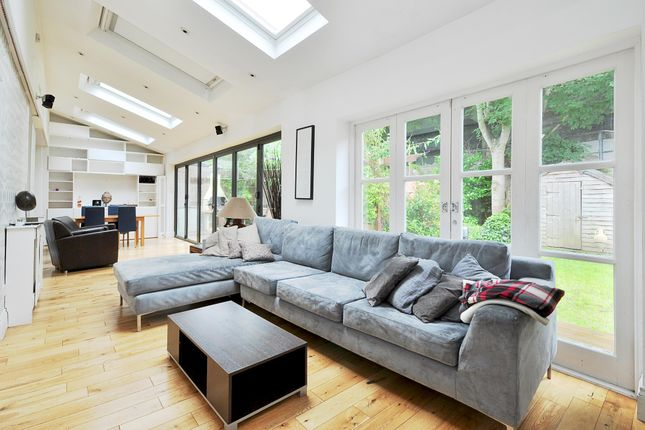 Thumbnail Maisonette to rent in Vaughan Avenue, London