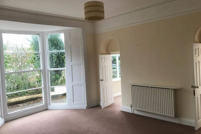 2 bed flat to rent in Torrs Park, Ilfracombe