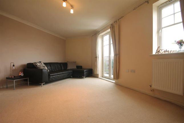 Thumbnail Flat to rent in Redgrave Close, Gateshead