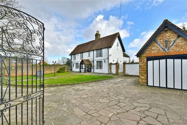 Thumbnail Cottage for sale in Little Sutton Lane, Iver/Langley Borders, Buckinghamshire
