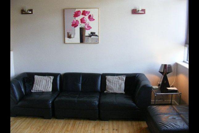 Thumbnail Flat to rent in Byron Street, Leeds