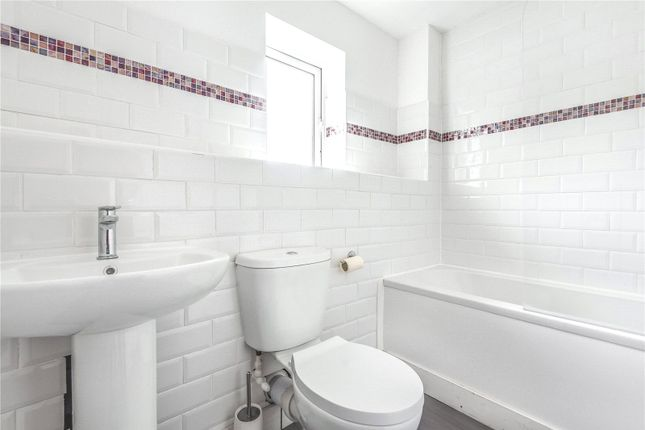 Family Bathroom of Hollybush Road, Carterton OX18