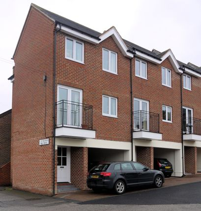 Thumbnail Mews house to rent in Vicarage Hill, Alton