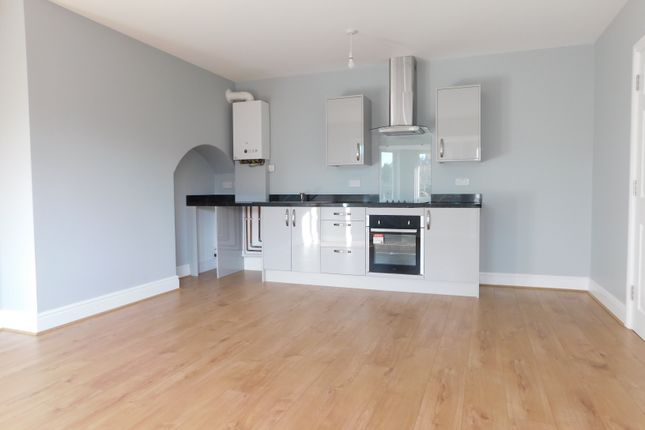 2 bed flat to rent in Southfields Road, Eastbourne BN21