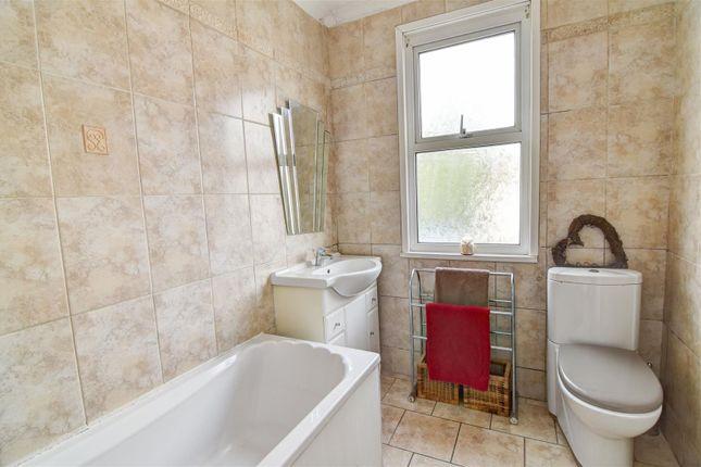 Bathroom of Oaklands Avenue, Thornton Heath CR7