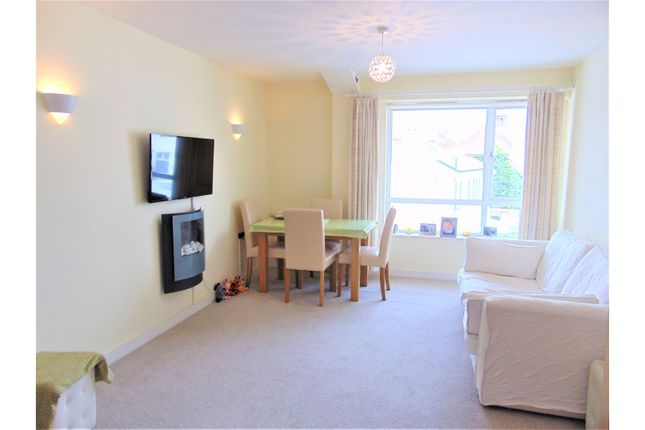 Living Room of 8 Sands Road, Paignton TQ4