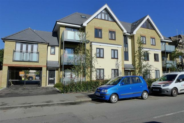 Thumbnail Flat to rent in Swan Road, West Drayton