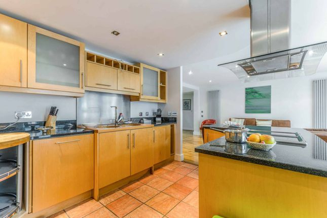 Thumbnail Flat to rent in Millharbour, Canary Wharf