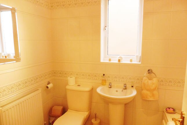 Family Bathroom of Windmill Court, Wombwell S73