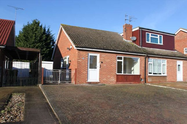 Thumbnail Bungalow to rent in Green Close, Didcot