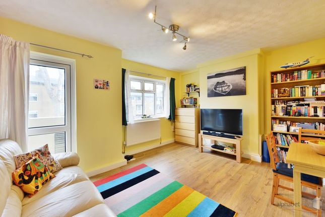 Thumbnail Flat for sale in Saracen Street, London