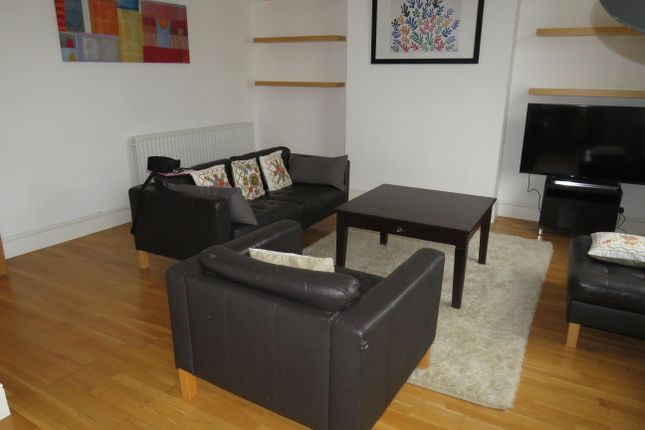 Living Room of Clarendon Avenue, Leamington Spa CV32