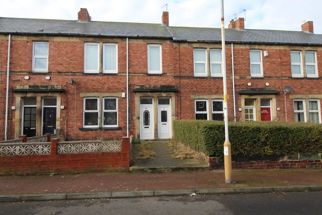 Thumbnail Flat for sale in Camborne Grove, Gateshead