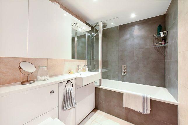 Bathroom1 of Colorado Building, Deals Gateway, London SE13