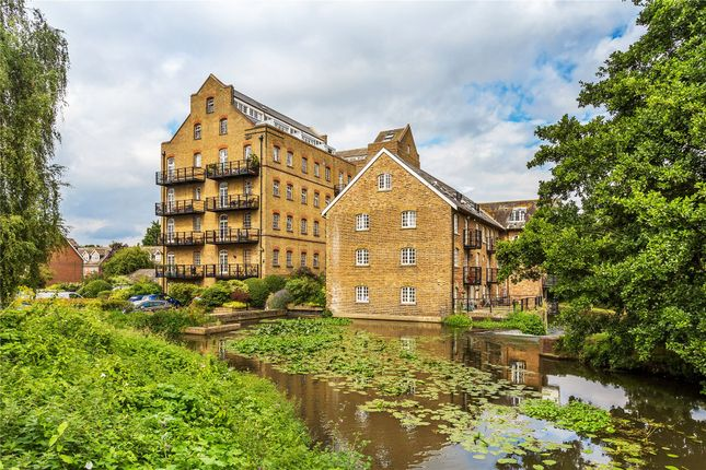 Thumbnail Flat for sale in Bourneside Road, Addlestone, Surrey