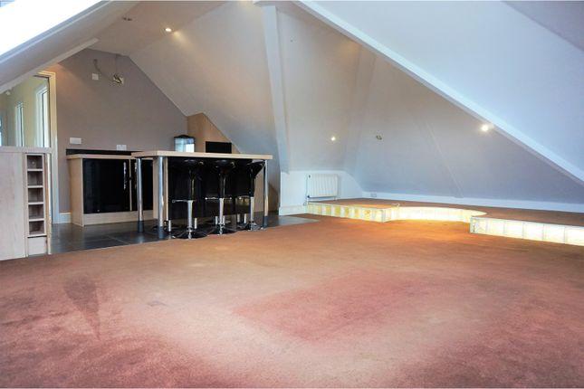 Thumbnail Flat to rent in 106 Lodge Lane, Romford