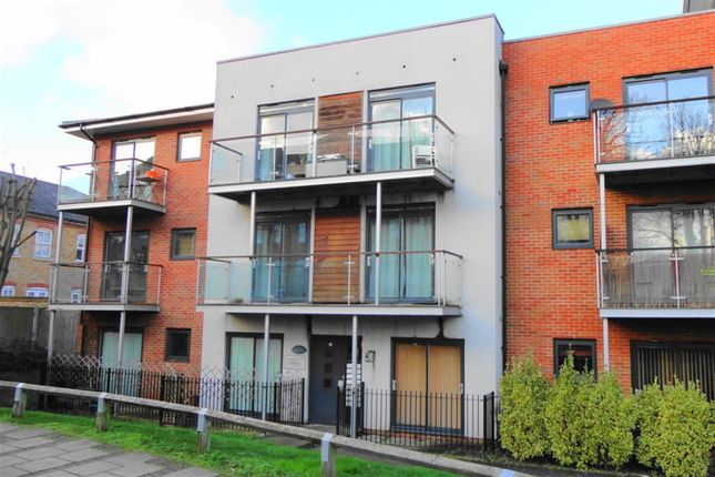 Thumbnail Flat for sale in Highfield Close, Hither Green, London