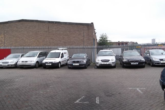Parking/garage to let in Lunsford Road, Leicester