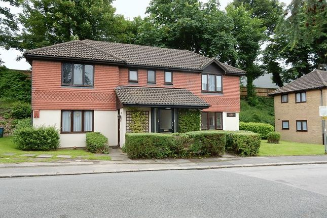 Thumbnail Studio to rent in Station Approach, Coulsdon North, Coulsdon
