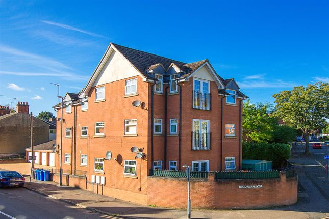 2 bed flat for sale in Roundhill Road, Kettering NN15